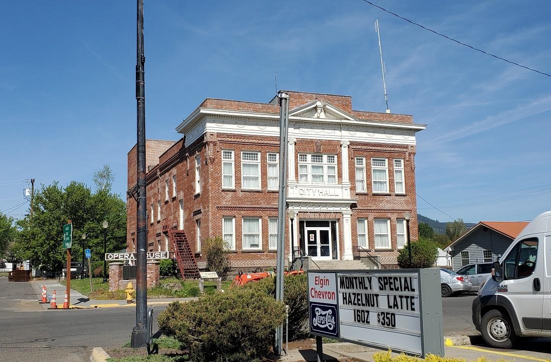 Name:  Elgin City Hall.jpg Views: 3671 Size:  372.9 KB