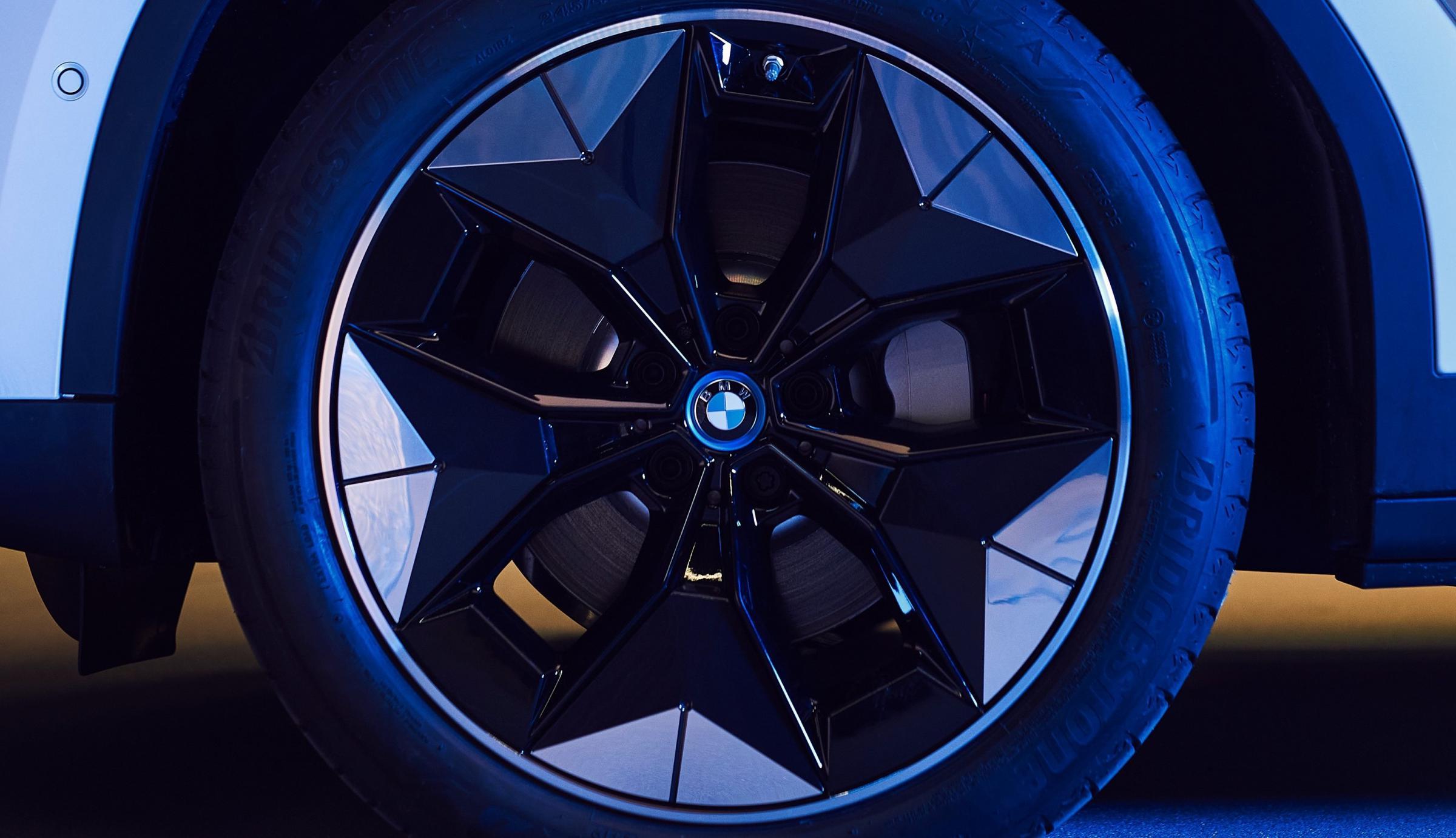 Name:  BMW iX3 i4 Aerodynamic Wheels1 2.jpg Views: 4302 Size:  238.1 KB